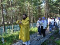 12 августа 2017 года епископ Костомукшский и Кемский Игнатий освятил храм в честь Рождества Христова п. Ледмозеро и совершил Божественную литургию